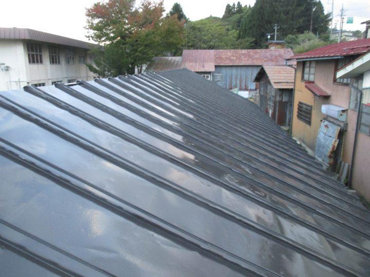 信濃町野尻トタン屋根塗り替え工事