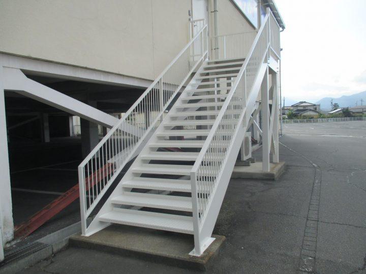 長野市高田鉄骨階段塗り替え工事