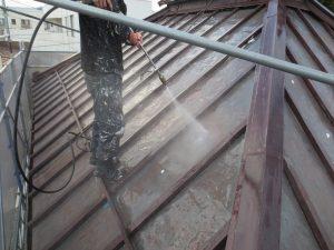 板金葺き屋根のケレン洗浄