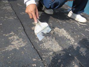 スレート葺屋根のケレン 旧塗膜の除去