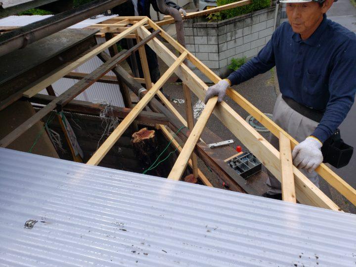 波板取付(屋根部分)