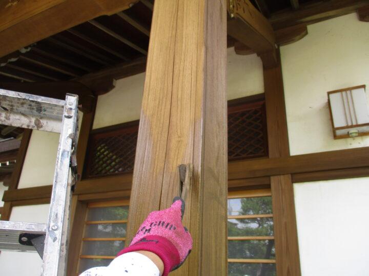玄関柱木部塗装